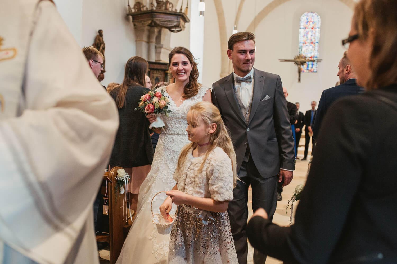 Auszug aus der Kirche. Hochzeitsfotos in Belm.