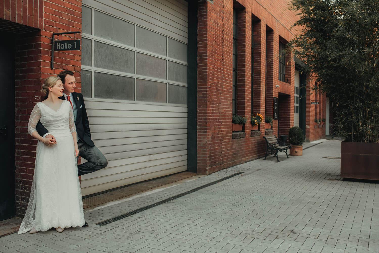 Brautpaar beim Fotooshooting. Hochzeitsfotograf - Reportage Carl und Louise