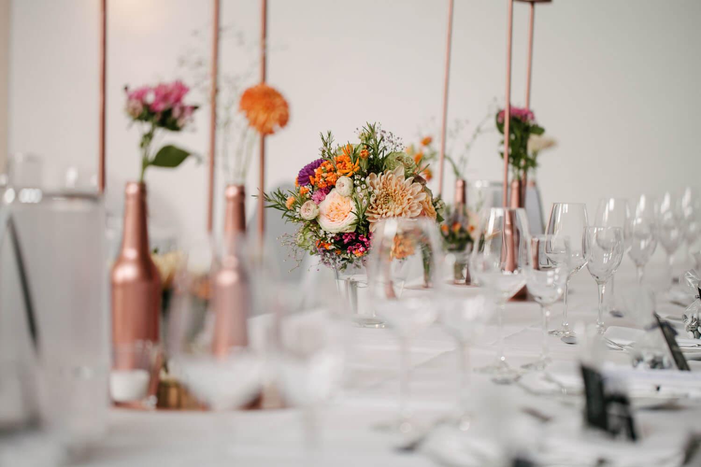 Blumendekor in der alten Stadthalle Meile. Hochzeit in Melle.
