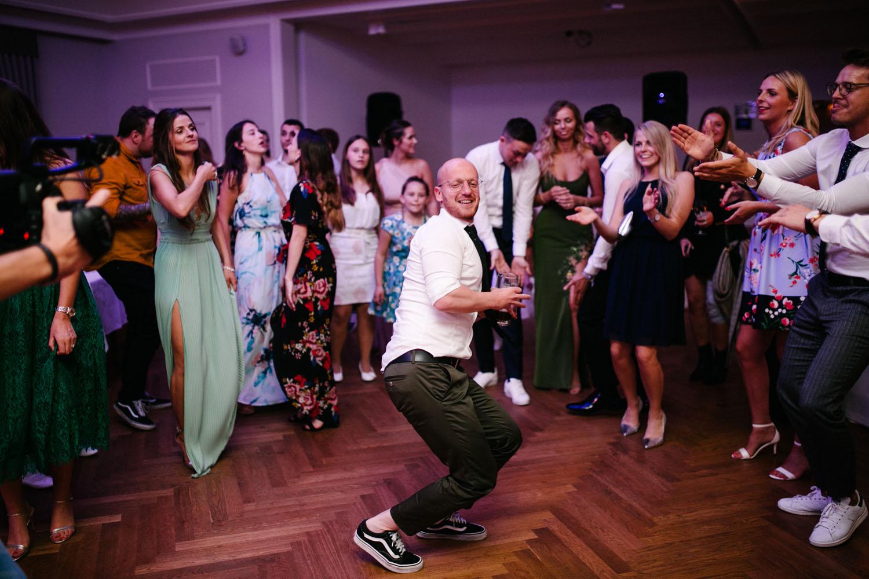 Tanzbattle auf der Hochzeitsfeier.