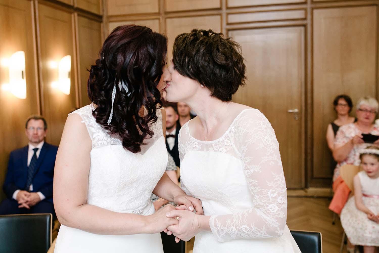 Hochzeitskuss. Hochzeit Stadtwaage