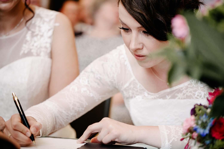 Unterschrift der Braut. Hochzeit Stadtwaage