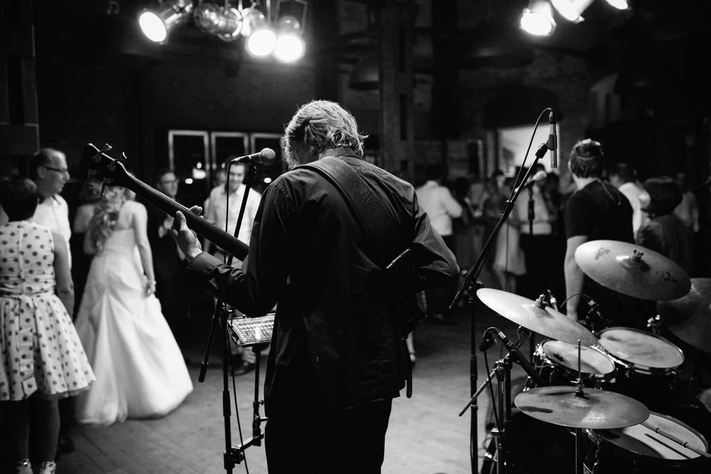 Band im Beverlandresort. Hochzeitsfotograf Osnabrück Hochzeit im Beverland Resort.
