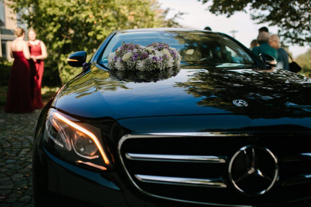 Nahaufnahme des schwarzen Mercedes E Klasse