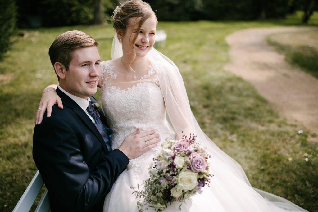 Brautpaar bei Fotoshooting.