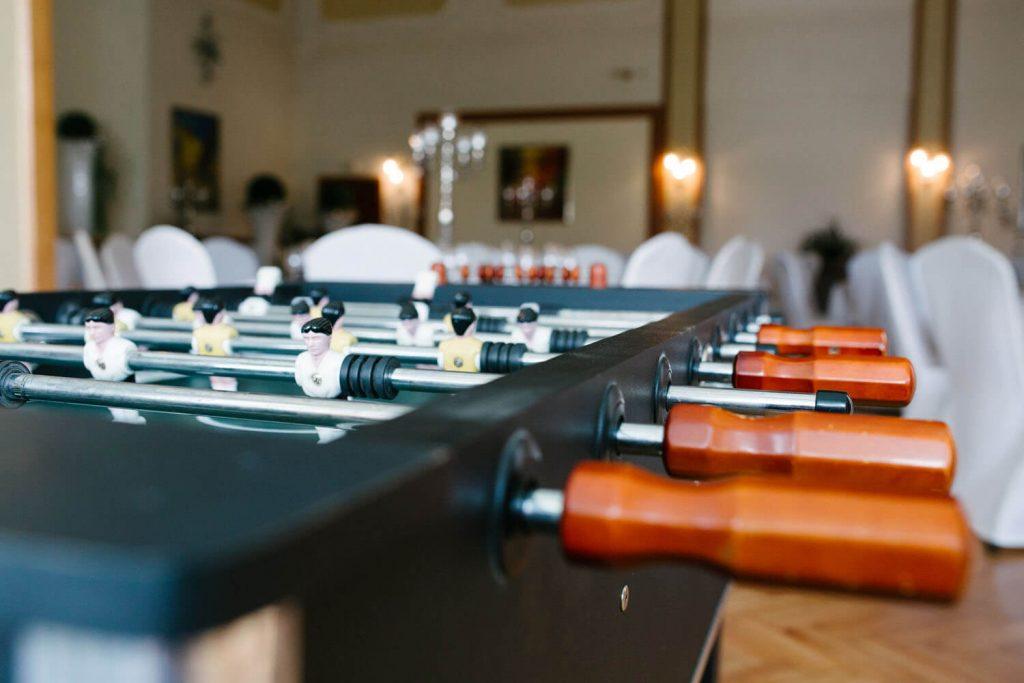 Tischkicker Hochzeitslocation Lingemann. Nahaufnahme eines Tischkickers. Hochzeit Lingemann Wallenhorst.