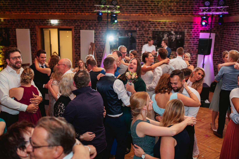 Hochzeitsfeier auf der Tanzfläche.