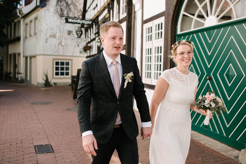 Fotoshooting mit dem Brautpaar. Hochzeit Standesamt Osnabrück.