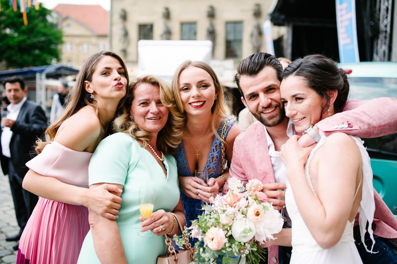 Gruppenfoto von der Familie.