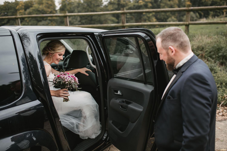 First Look des Brautpaares. Hochzeit in Oesede.