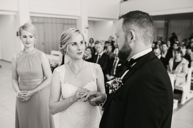 Ringuebergabe des Hochzeitspaares. Hochzeit in Oesede