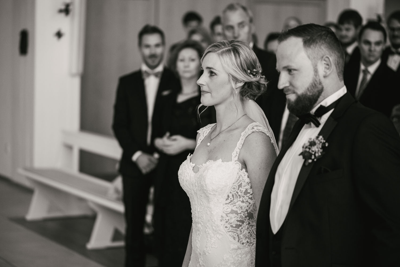 Hochzeitszeremonie des Brautpaares in der Kirche.