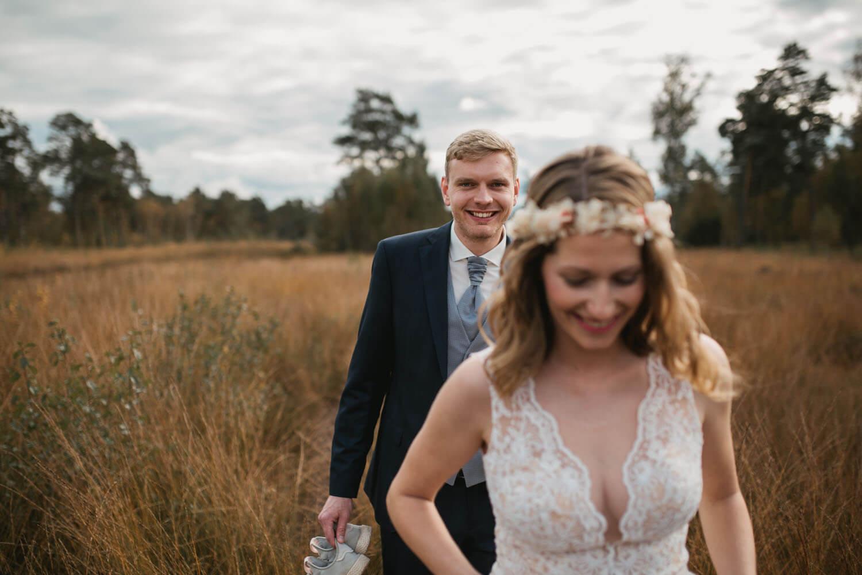 Brautpaar beim Fotoshooting. Hochzeit in Sittensen.