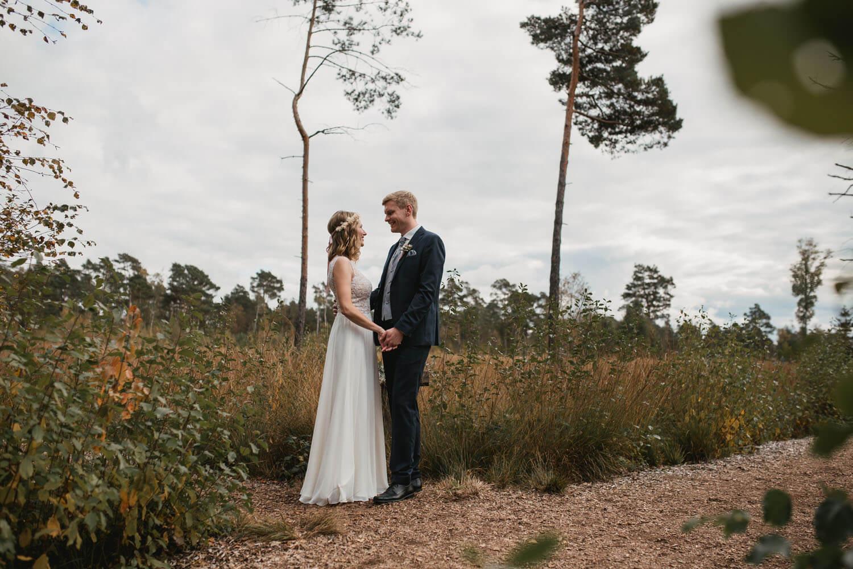 Brautpaar beim Fotoshooting im Teufelsmoor